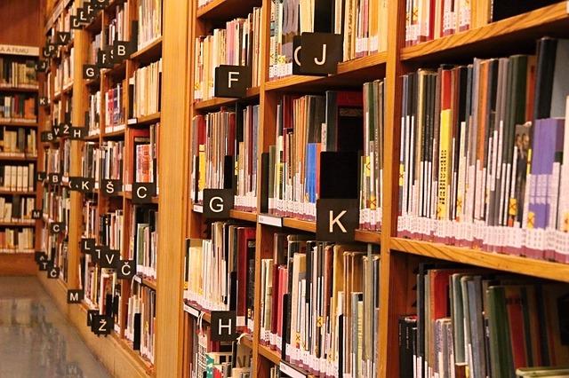abecedně srovnané knihy